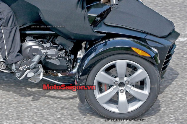 081414-2015-can-am-spyder-second-generation-spy-09-633x420.jpg