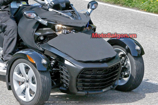 081414-2015-can-am-spyder-second-generation-spy-12-633x420.jpg