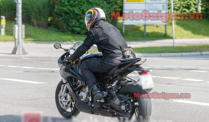 2015-BMW-S1000RR-680x453.jpg