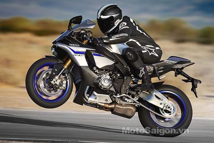 2015-Yamaha-YZF-R1M-09.jpg