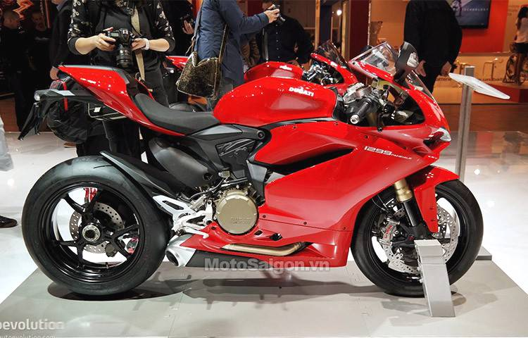 2015-ducati-1299-panigale-s-unveiled-the-silicon-superbike-live-photos_1.jpg