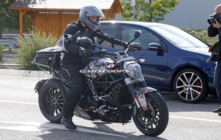 3152571_Ducati-Diavel-1.jpg