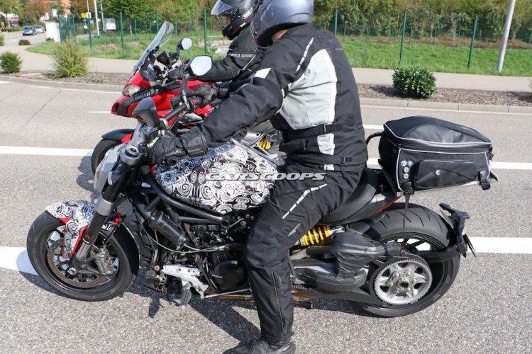 3152574_Ducati-Diavel-5.jpg
