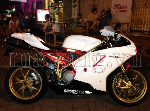 Ducati-848-evo-ma-vang-24K-sang-trong-4.jpg