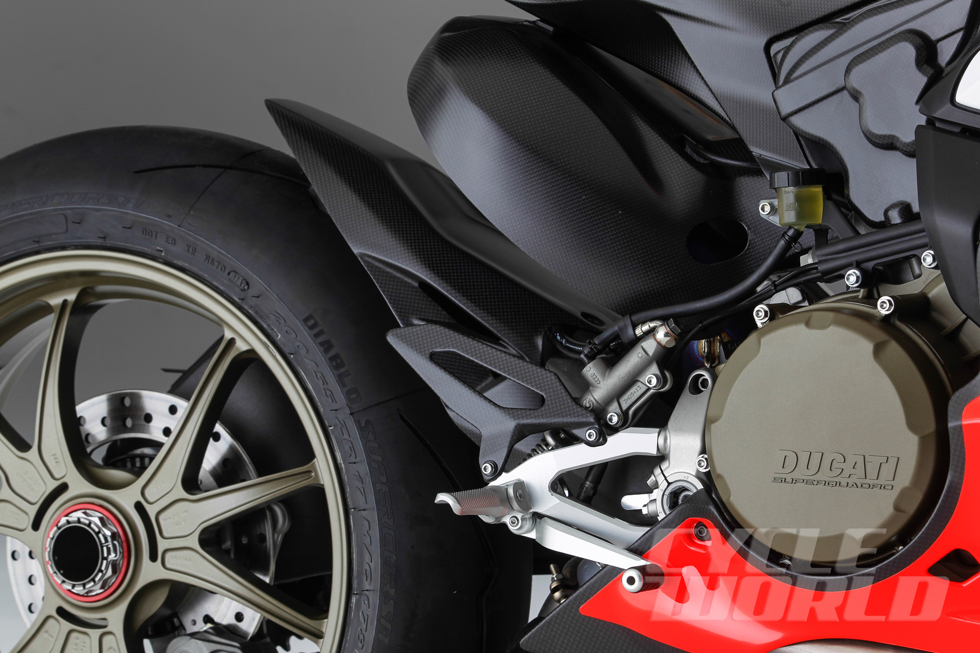 Ducati-Superleggera-detail-296.jpg