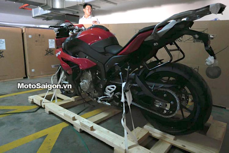 bmw-r1200r-s1000r-s1000xr-s1000-moto-saigon-8.jpg