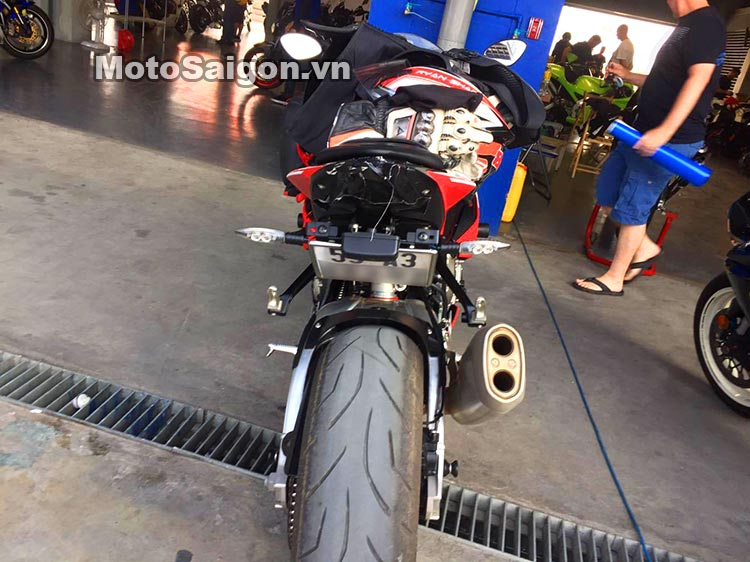 bmw-s1000rr-truong-dua-chang-thai-moto-saigon-2.jpg