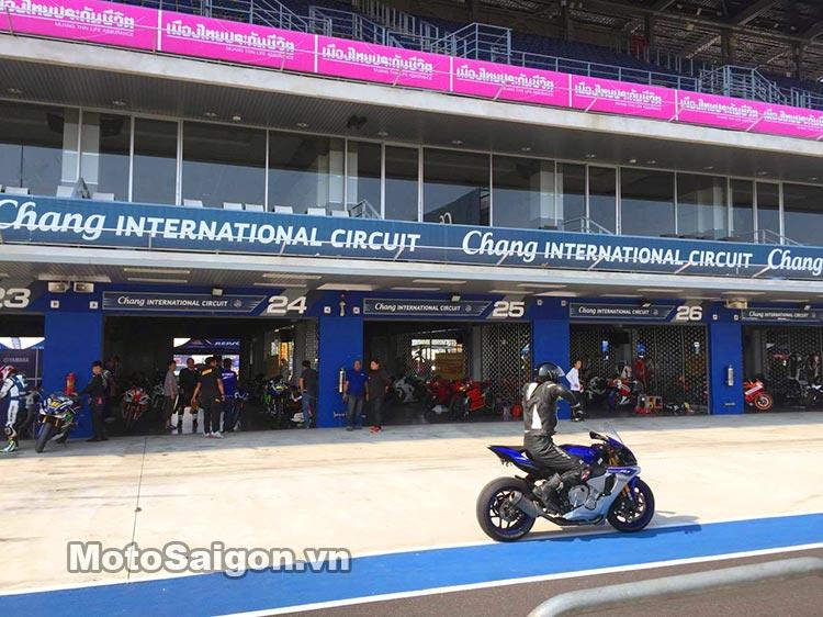 bmw-s1000rr-truong-dua-chang-thai-moto-saigon-3.jpg