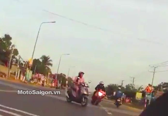 cbr1000-gap-tai-nan-tong-phu-nu-bang-qua-duong-motosaigon.jpg