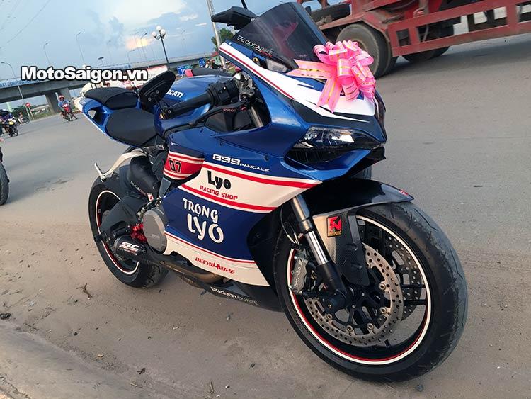 dam-cuoi-moto-ducati-moto-saigon-15.jpg