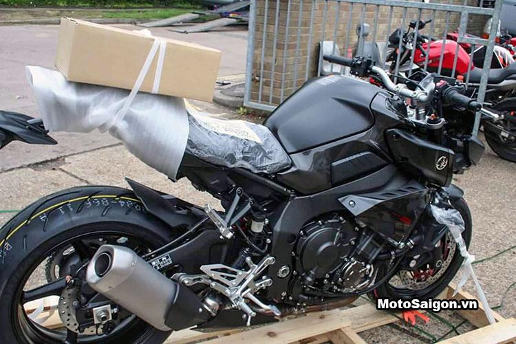 Hình ảnh đạp thùng Yamaha MT-10 màu đen