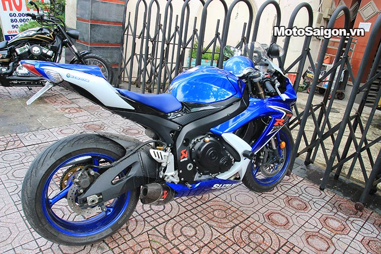 dau-nhot-express-canter-moto-saigon-6.jpg
