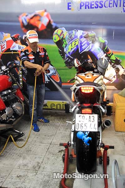 dau-nhot-express-canter-moto-saigon-8.jpg