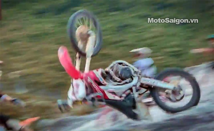 dua-xe-cao-cao-motorcross-leo-doc-da-trang-thung-khe-motosaigon-10.jpg