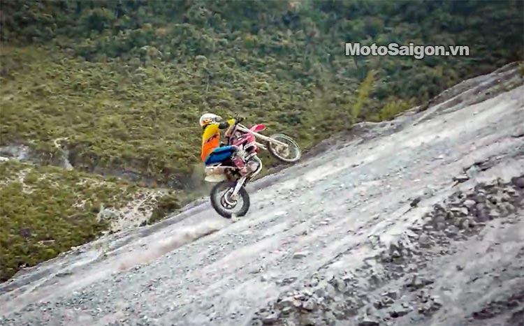dua-xe-cao-cao-motorcross-leo-doc-da-trang-thung-khe-motosaigon-5.jpg