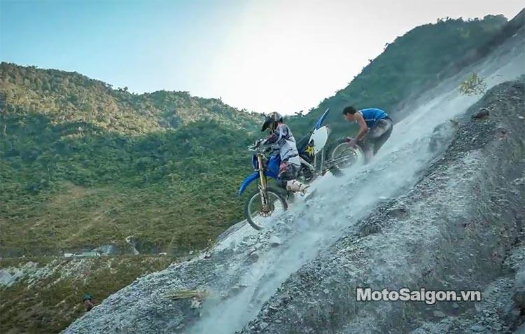 dua-xe-cao-cao-motorcross-leo-doc-da-trang-thung-khe-motosaigon-6.jpg
