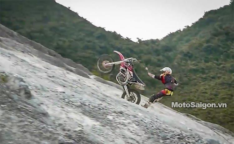 dua-xe-cao-cao-motorcross-leo-doc-da-trang-thung-khe-motosaigon-9.jpg
