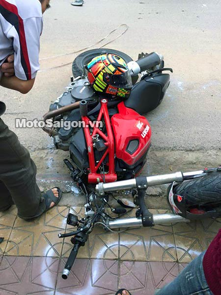 ducati-monster-795-gap-tai-nan-moto-saigon-1.jpg