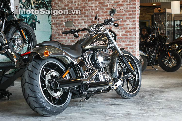 harley-breakout-2016-black-gold-flake-moto-saigon-10.jpg