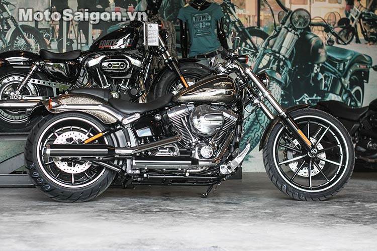 harley-breakout-2016-black-gold-flake-moto-saigon-13.jpg