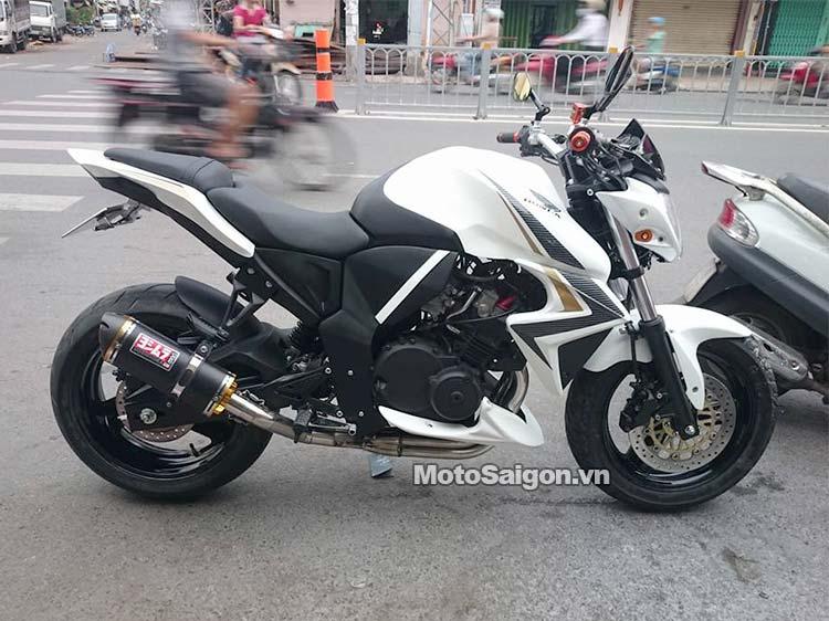 Honda Hornet 250 dung tích 250cc có 4 xilanh (Trong hình là Hornet 250 lên body CB1000R)