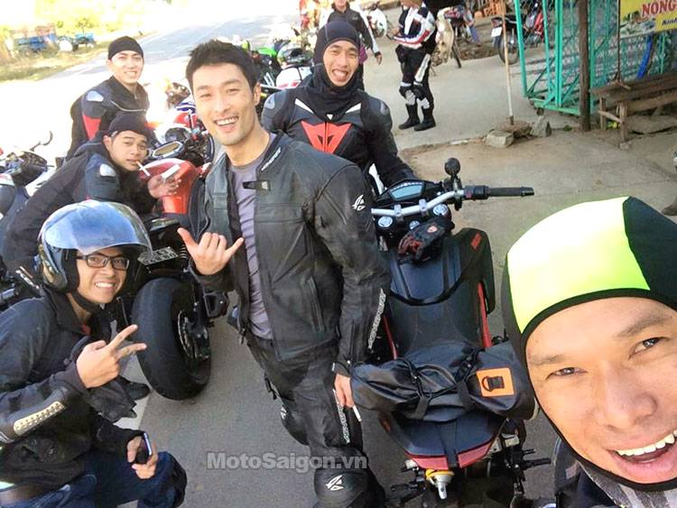 johnny_tri_nguyen_di_tour_moto_sport_team_motosaigon.jpg