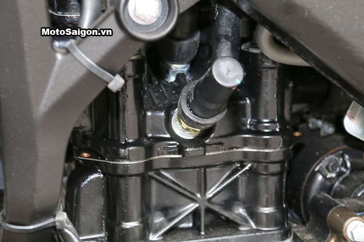 kawasaki-bajaj-pulsar-200ns-motosaigon-40.jpg