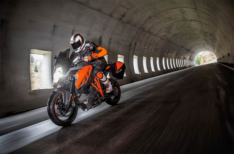 ktm-1290-super-duke-gt-2016-moto-saigon-6.jpg