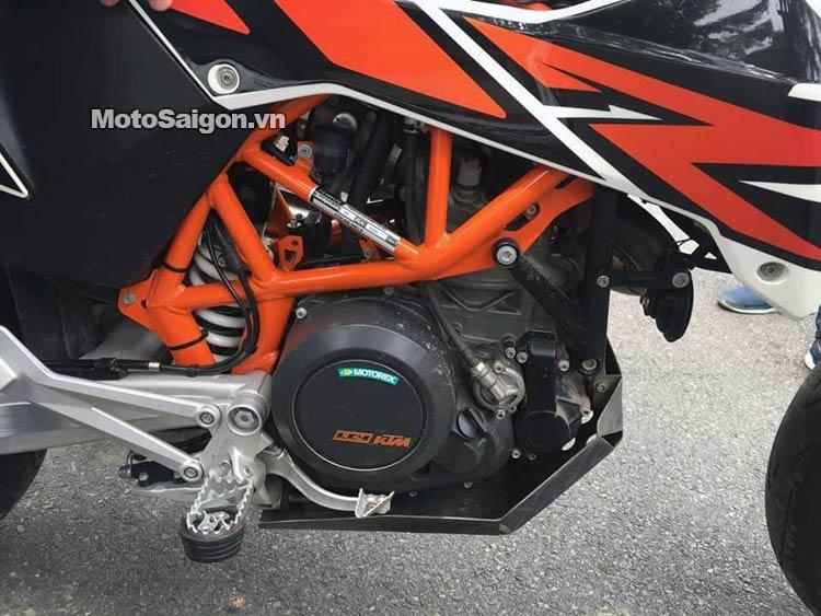 ktm-690-smc-r-moto-saigon-15.jpg