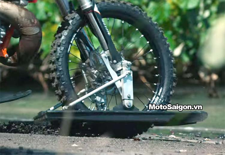 moto-cao-cao-chay-tren-nuoc-robbie-maddison-pipe-dream-moto-saigon-10.jpg