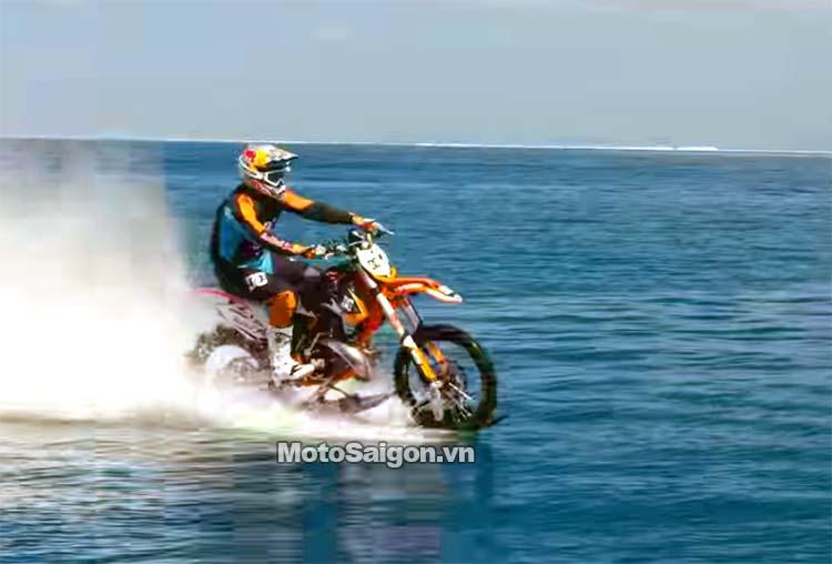 moto-cao-cao-chay-tren-nuoc-robbie-maddison-pipe-dream-moto-saigon-12.jpg