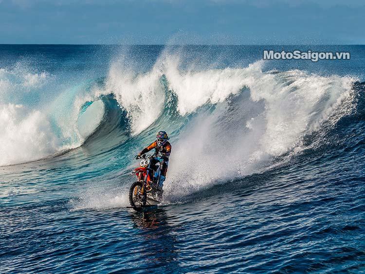 moto-cao-cao-chay-tren-nuoc-robbie-maddison-pipe-dream-moto-saigon-5.jpg