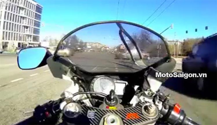 moto-pkl-chay-toc-do-gap-tai-nan-motosaigon.jpg