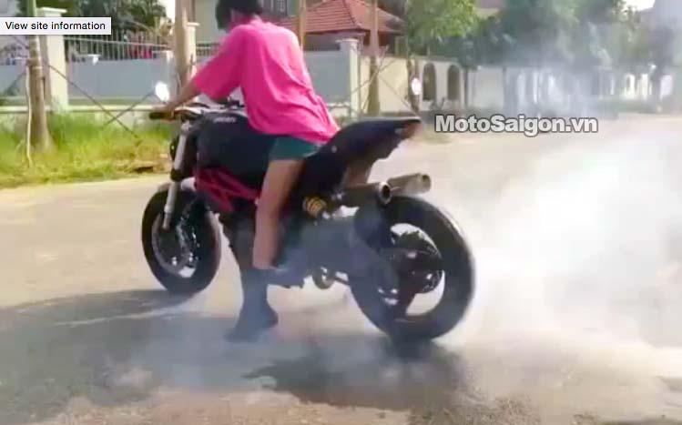 nhung-kate-ban-gai-johnny-tri-nguyen-dot-lop-motosaigon.jpg