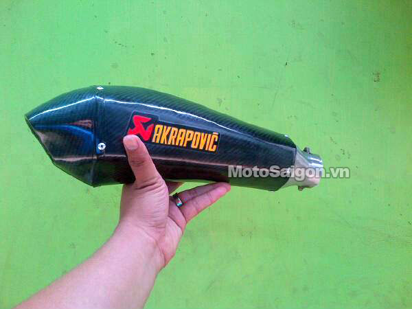po-akrapovic-2015-fake-hang-gia-moto-saigon-1.jpg