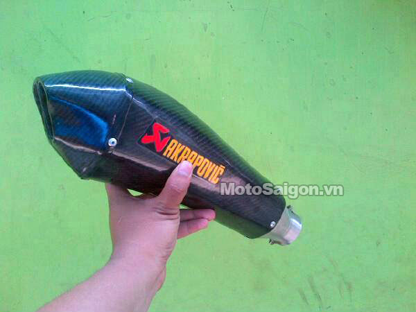 po-akrapovic-2015-fake-hang-gia-moto-saigon-2.jpg