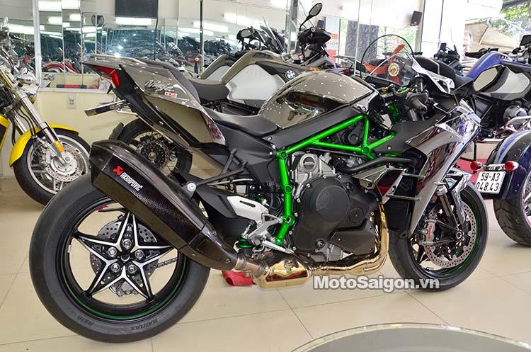 Pô Akrapovic 2015 thiết kế dành riêng cho Kawasaki Ninja H2