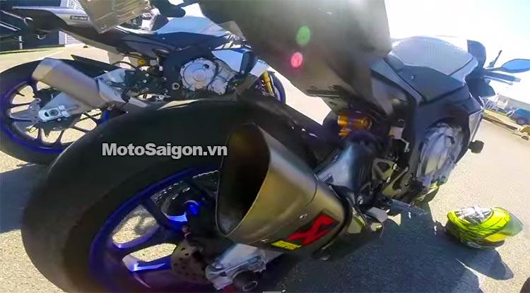 r1m-po-zin-vs-r1m-akrapovic-motosaigon.jpg