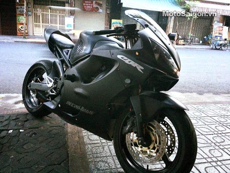 xe-moto-cbr-cura-johnny-tri-nguyen-moto-saigon-1.jpg