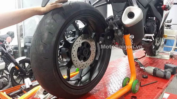 yamaha-r3-do-lop-banh-to-180-moto-saigon-6.jpg