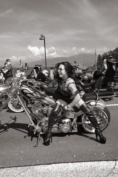 nu-biker-viet-nam-dau-tien-chay-moto-xuyen-chau-au-motosaigon-24