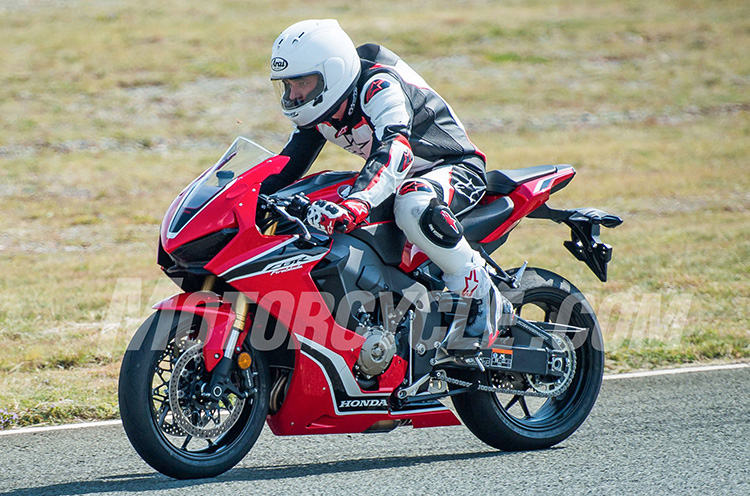 thiet-ke-dau-den-cbr1000-2017-motosaigon-2