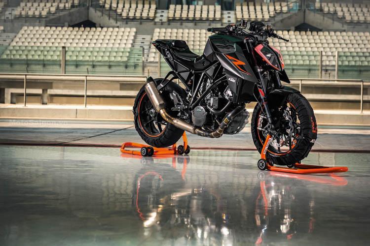 ktm-1290-super-duke-r-2017-motosaigon-12