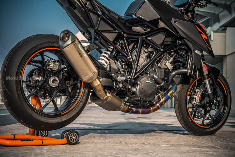 ktm-1290-super-duke-r-2017-motosaigon-13