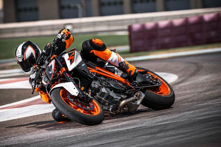 ktm-1290-super-duke-r-2017-motosaigon-4
