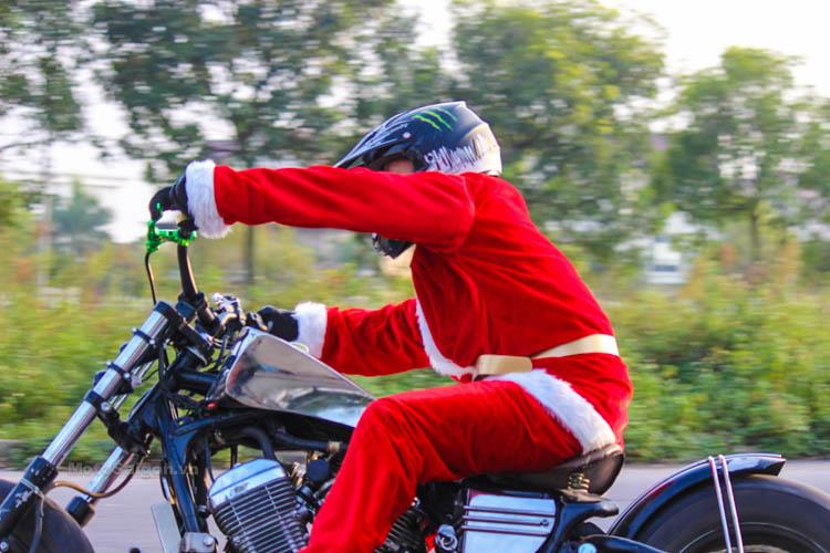 ong-gia-noel-stunt-honda-steed-ktm-duke-motosaigon-2