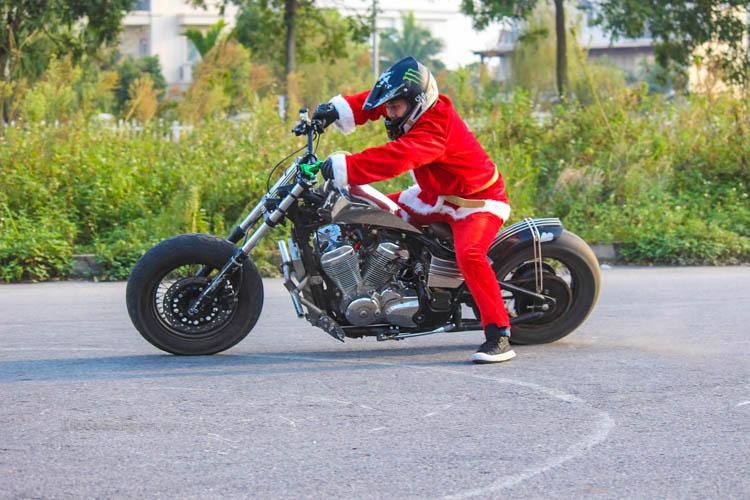 ong-gia-noel-stunt-honda-steed-ktm-duke-motosaigon-3