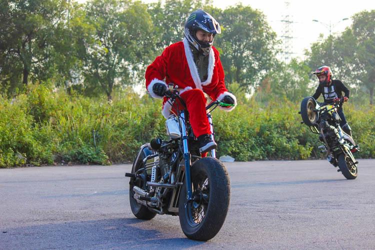 ong-gia-noel-stunt-honda-steed-ktm-duke-motosaigon-5