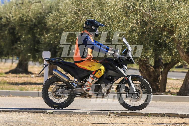 danh-gia-xe-ktm-800-adventure-2017-motosaigon-1