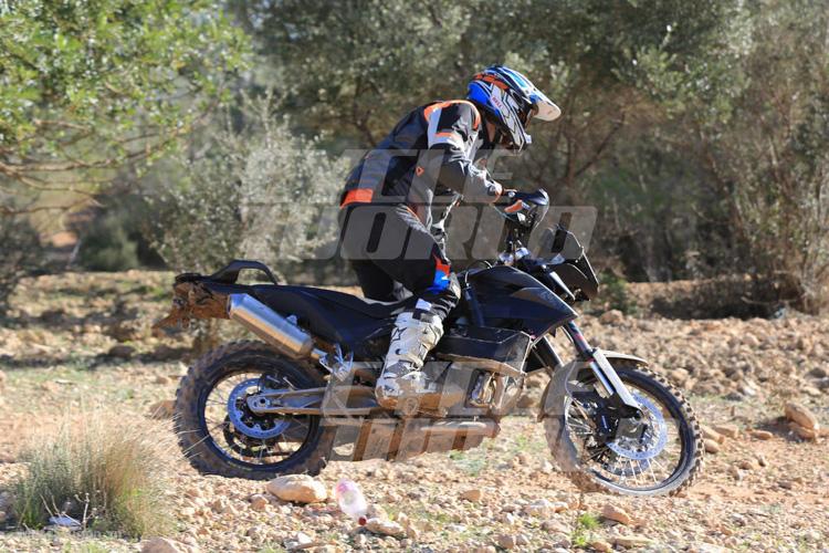 danh-gia-xe-ktm-800-adventure-2017-motosaigon-11